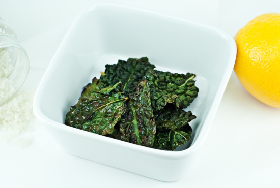 baked kale chips, lemon kale chips, kale, healthy, healthy chips, low calorie, salted kale chips, vegan, roasted kale chips, crispy kale chips