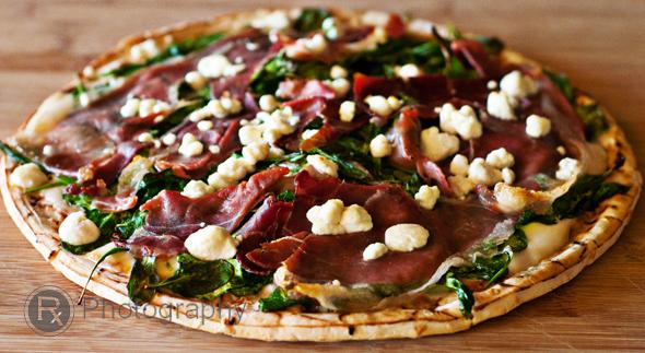arugula-prosciutto-pizza-pie_logo